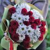 Букет с розами и ромашками Контрастный купить с доставкой