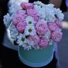 Коробка с розами и ромашками Нежная купить с доставкой