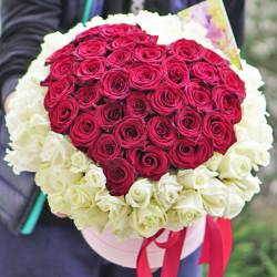 101 роза микс Сердце в шляпной коробке