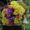 """Букет цветов с ирисами и хризантемами """"Яркий сюрприз"""" на заказ"""
