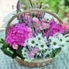 Цветочная корзина с гортензиями и летними цветами на заказ