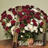Ритуальная корзина с бордовыми розами № 29