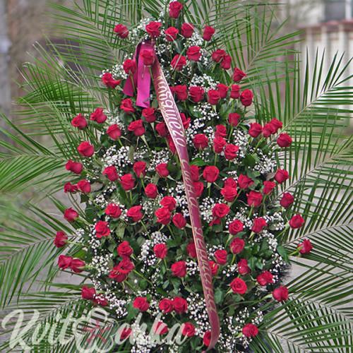 Ритуальный венок из алых роз №108 высотой 200 см