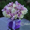 Шляпная коробка с орхидеями и розами купить с доставкой