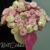 A Bouquet of roses in hatbox 'Gentle Blues'
