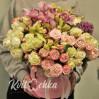 """Букет из роз и орхидей в шляпной коробке """"Нежные отношения"""""""