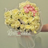 Цветочное сердце из белых роз