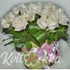 21 белая роза в шляпной коробке на заказ с доставкой