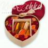 Коробка-сердце из цветов с макарунами №2