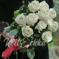A bouquet of white roses 11 pieces