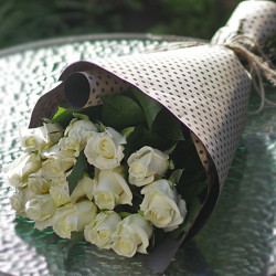 A bouquet of white roses 15 PCs