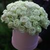 31 белая роза в шляпной коробке на заказ