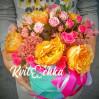 """Букет с пионовидными розами сорта """"Вувузела"""" в коробке"""