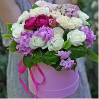 Идеи мировых флористов: цветы в шляпной коробке