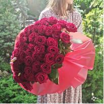 101 роза: варианты оформления букета и доставка цветов в Киеве