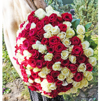 Flower Bouquet rental in Kyiv: elegant photo provided!