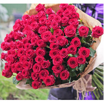 Famous bouquet of 101 rose delivery to Kyiv