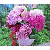 Цветы в коробке: оригинальный и практичный подарок
