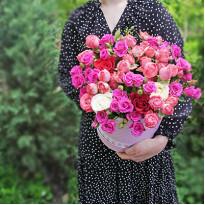 Цветы в шляпных коробках: возможность заказа букета круглосуточно
