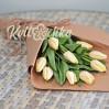 Букет 9 белых (кремовых) тюльпанов для подарков сотрудникам
