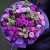 Яркий букет с пионовидными розами и орхидеями