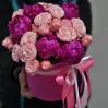 Шляпная коробка с пионами и  и пионовидными розами