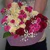 Букет 31 разноцветная роза в коробке в виде сердца