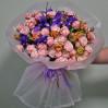 Стильный букет с ирисами и пионовидными розами