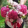 Большая шляпная коробка: гортензии, садовые розы, эустомы