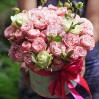 Композиция в шляпной коробке с пионовидными розами на заказ