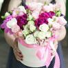 Большой букет с пионами и розами в шляпной коробке с доставкой