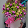 Большая Шляпная коробка с тюльпанами и орхидеями с доставкой