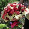 75 разноцветных роз