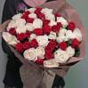 41 роза красного и белого цвета местного производства
