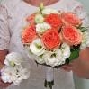 Букет невесты из персиковых пионовидных роз с доставкой в Киеве