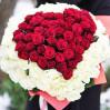 Сердце из 101 розы средней высоты