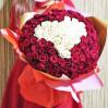 101 роза красная и белая с сердцем внутри