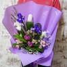 Стильный букет с тюльпанами и ирисами купить недорого в Киеве