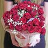 31 алая роза в виде сердца в шляпной коробке