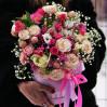 Стильный букет в шляпной коробке с пионовидными розами