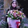 151 тюльпан в шляпной коробке с доставкой в Киевской области