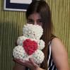 Мишка из роз 3d белый с сердцем 25 см с доставкой по Киеву