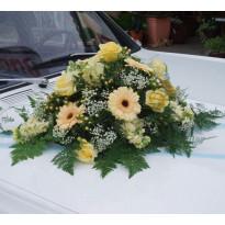 Свадебный кортеж: оформление машин цветами