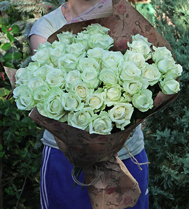 Courier In Kyiv flowers delivery