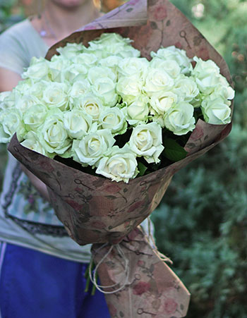 Courier delivery flowers to Kyiv