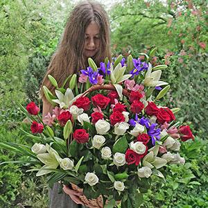 Срочная доставка цветов в корзинах в Киеве