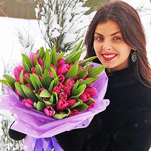 Цілодобова доставка квітів по Києву: букет фіолетові тюльпани